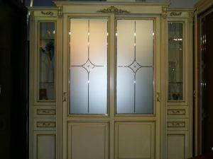 Классический шкаф купе массив с фацетными зеркалами и гравировкой Химки