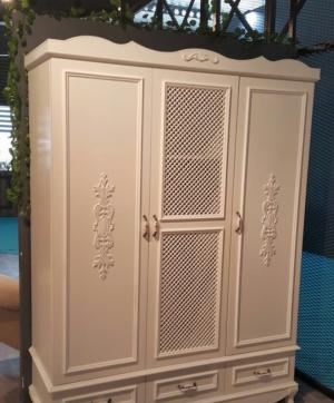 Распашные двери с декоративными накладками Химки